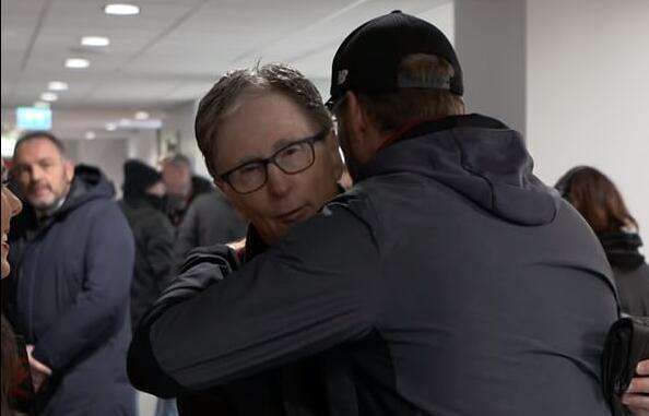 与老板拥抱