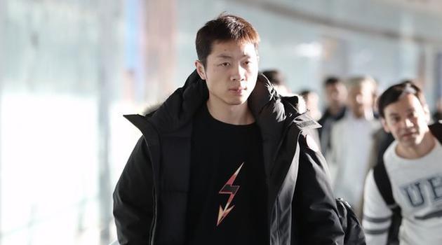 许昕抵达北京机场