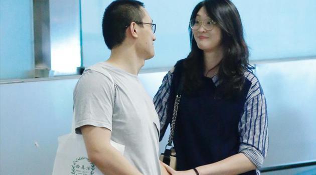 惠若琪和老公现身机场
