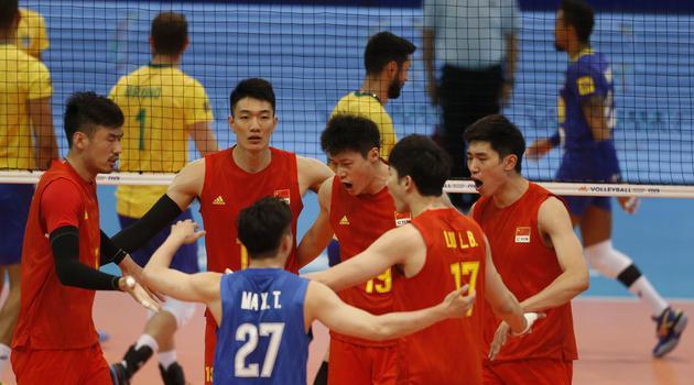 世联中国男排0-3不敌巴西队