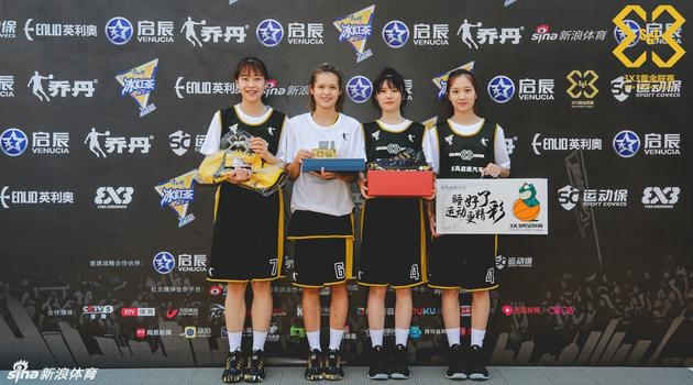 """可爱的篮球女孩!她们是黄金联赛""""仙女队"""""""