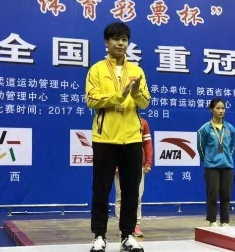 举重全锦赛女55公斤肖媛双金 B组小将爆冷夺一冠