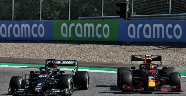 汉密尔顿与阿尔本卷入比赛事故