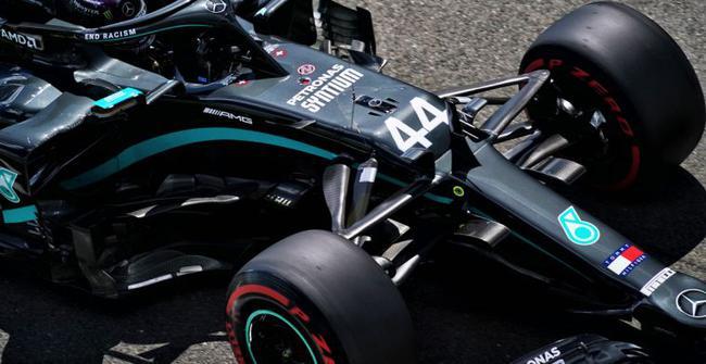 传梅赛德斯W11赛车在排位赛模式下行力不矮于1022马力