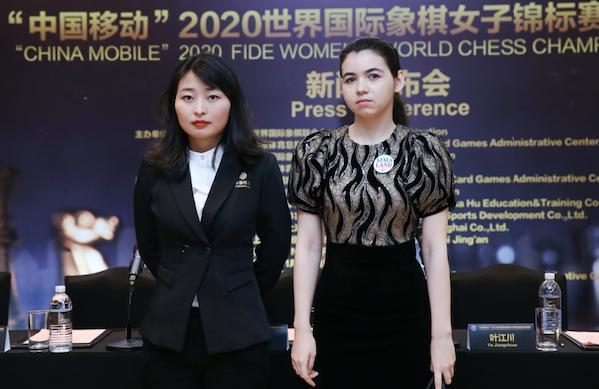 居文君与戈尔亚奇金娜 新民晚报记者李铭珅 摄