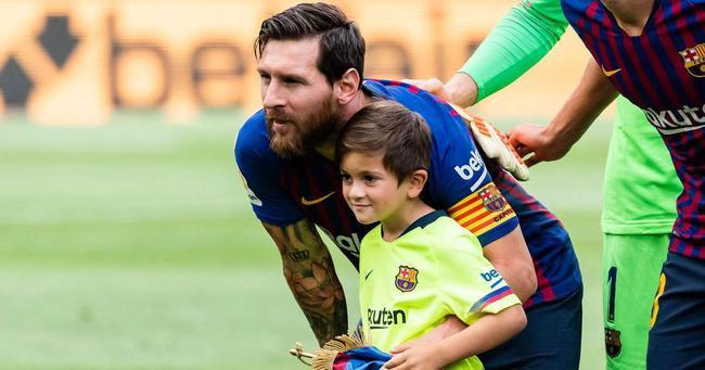梅西儿子蒂亚戈踢球也不错