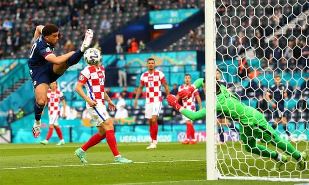 欧洲杯-摩德里奇+佩里西奇传射 克罗地亚3-1出线