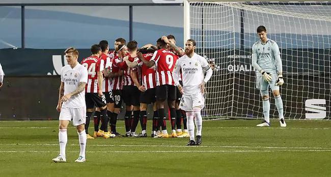 本泽马在皇家马德里1-2落后时进了两个球