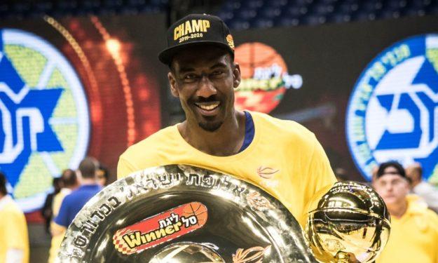 小斯脱离NBA4年后仍在打职业!拿到FMVP后续约