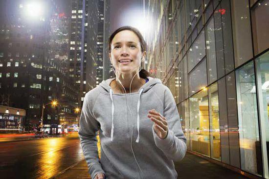跑步时间有讲究:早10晚4最佳 夜跑需注意安全