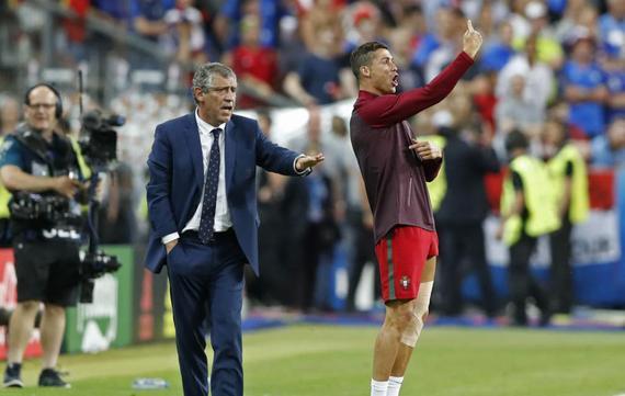 葡萄牙主帅为C罗喊冤:没捣乱 他就像我的助教