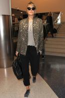 莎娃现身机场超酷装扮