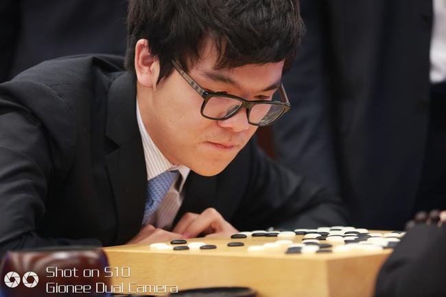 柯洁:人生看法因AlphaGo巨变 未来非我等凡人可预测的照片