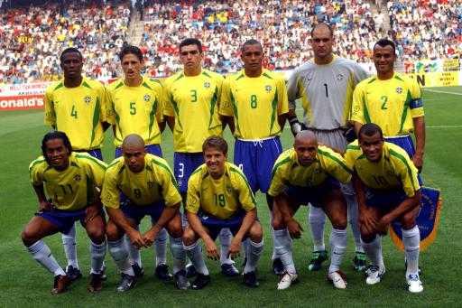 2002年夺得世界杯的巴西队称得上攻守平衡