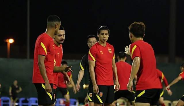 记者:打完10月两场比赛 国家队将回国休整!