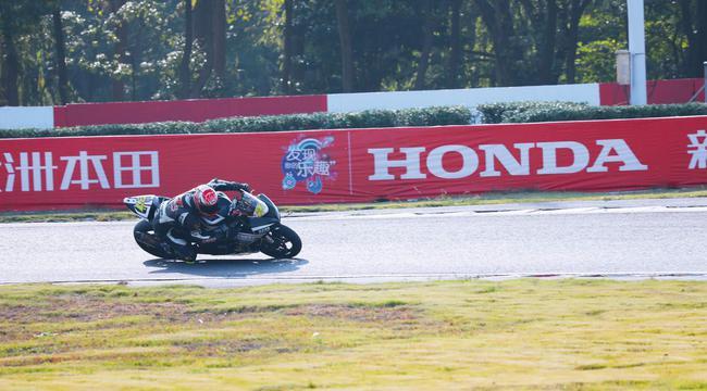 摩托车公开赛超级A组 27号