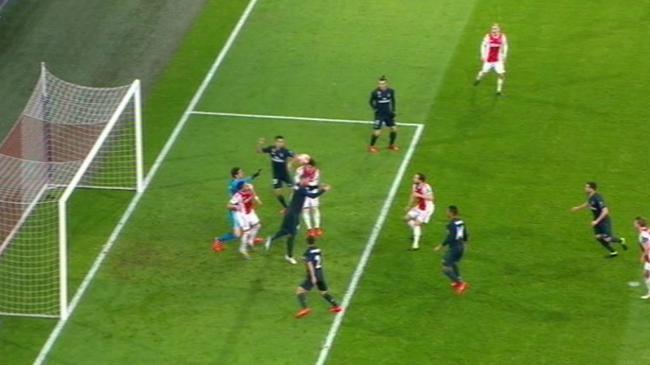 科普-阿贾克斯进球为何被吹 裁判判罚依据是什么