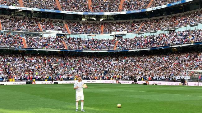 阿扎尔亮相皇马太火爆!5万名球迷涌入球场观看