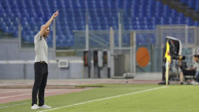 齐祖:贝尔J罗已完成注册 皇马踢三后卫非五后卫