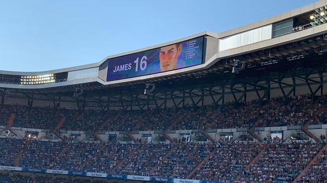 伯纳乌暖心一幕!皇马6万名球迷起立 只为他鼓掌