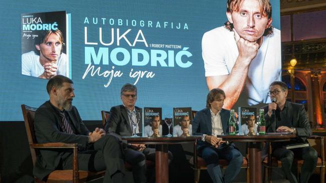 弗格森盛赞莫德里奇:他是所有年轻球员的榜样