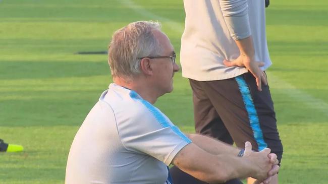泰达队内训练换球队当主教练 准归化打门技惊四座