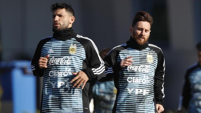 阿圭罗:梅西曾有机会离开巴萨 他会一直留在巴萨