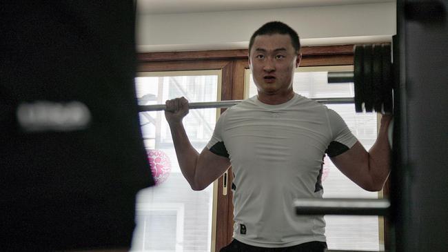 李昊桐在息赛期训练