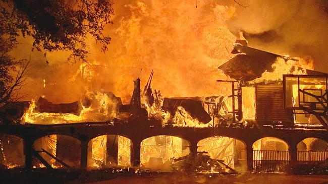 拉夫三世的房子在火灾中被毁
