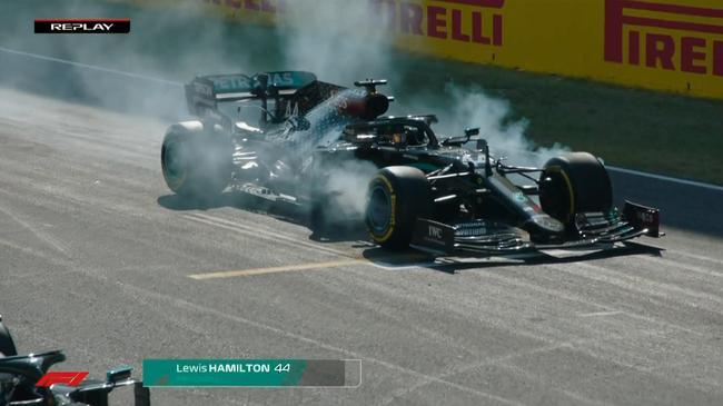 汉密尔顿赛车冒出大量烟雾