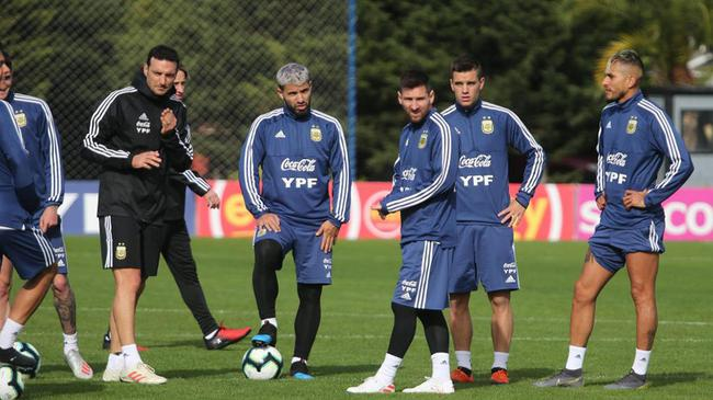 阿根廷主帅:我不会跟科曼那样 让梅西踢伪9号