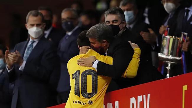 曝巴萨想让梅西降薪一半 续约2年再到美国踢球