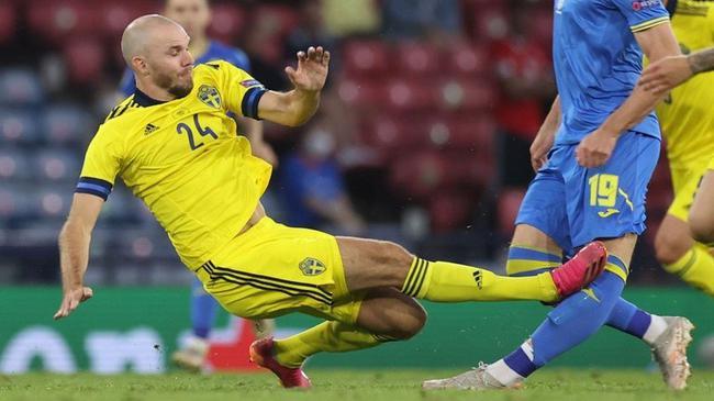 【博狗体育】乌克兰前锋重伤提前告别欧洲杯  中超后卫请求原谅