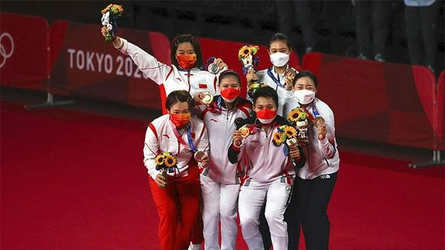 印尼羽毛球女双冠军组合获得55亿奖金 房子度假产品全都有了……