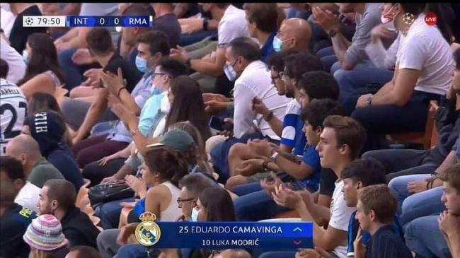 欧冠赛场温馨一幕:莫德里奇获国米球迷掌声致敬