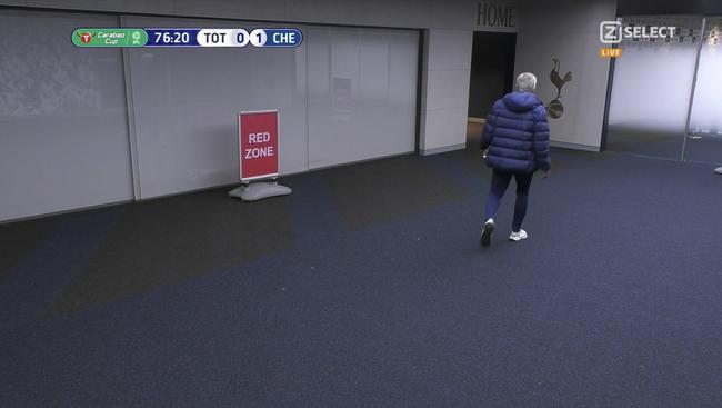 穆帅突然离场返回更衣室!竟是追球员追厕所去了