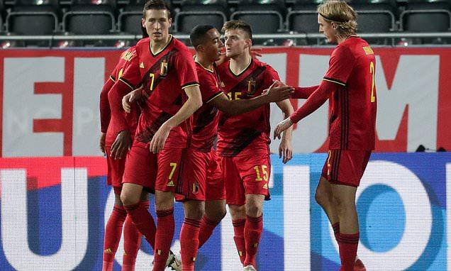 瑞士第12分钟取得领先,比利时后卫博尔瑙头球突围失误