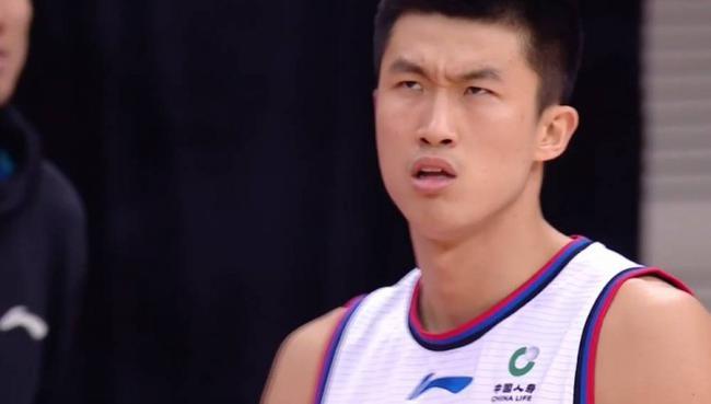 """孟子凯庆祝""""压哨扳平""""上篮 但实际是落后3分"""