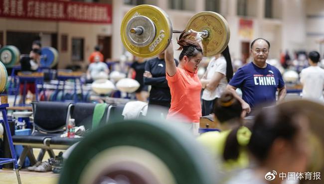 中國舉重2019全面發力 全年不間斷拿金牌刷紀錄