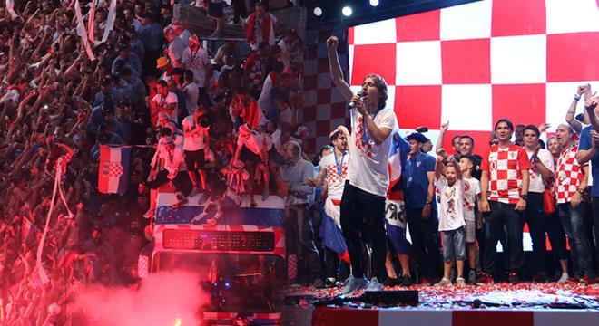 克罗地亚凯旋回国游行庆祝 魔笛领衔与球迷狂欢