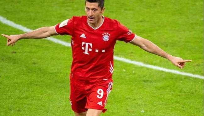力压穆勒哈兰德  莱万连续两年被评为德国足球先生