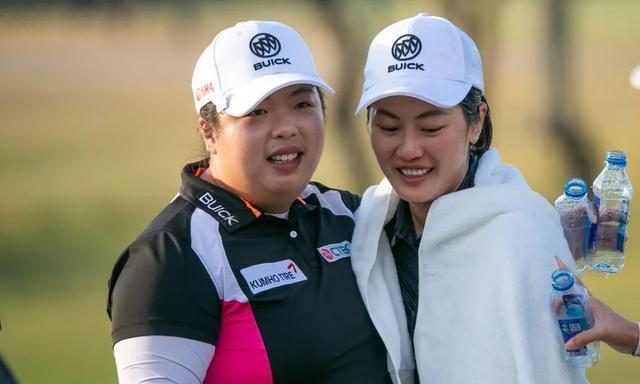 林希妤(右)与冯珊珊