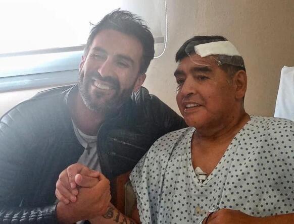 曝马拉多纳去世前摔倒撞到头 无人照顾未获救治