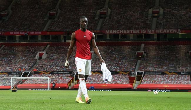 曼联2逃红牌!鞋钉踩小腿+背后铲脚踝 输球又输人