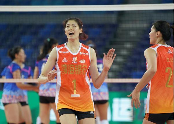全运女排天津3-0广东夺6连胜 李盈莹手腕受伤离场
