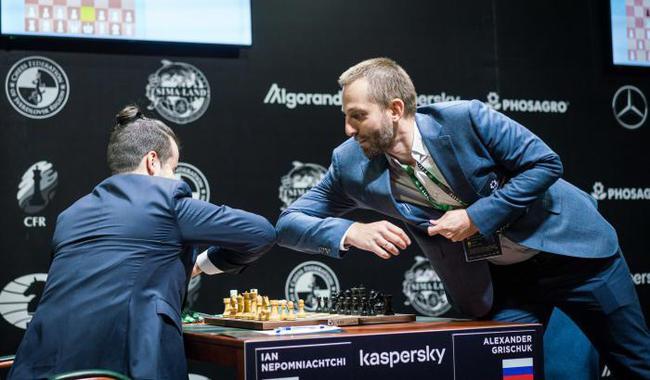 国象候选人赛俄罗斯棋手用击肘代替握手