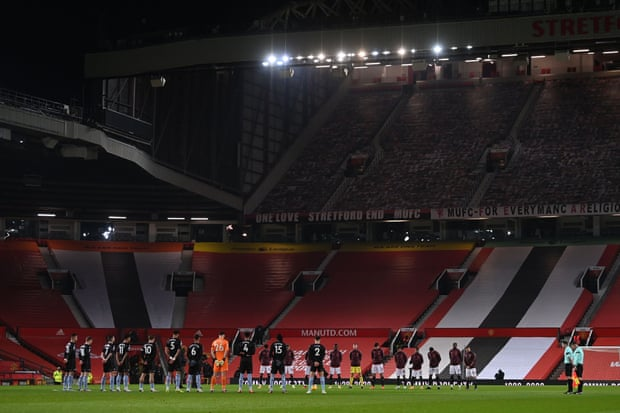 赛前为刚刚去世的前曼联和维拉教练多彻蒂默哀
