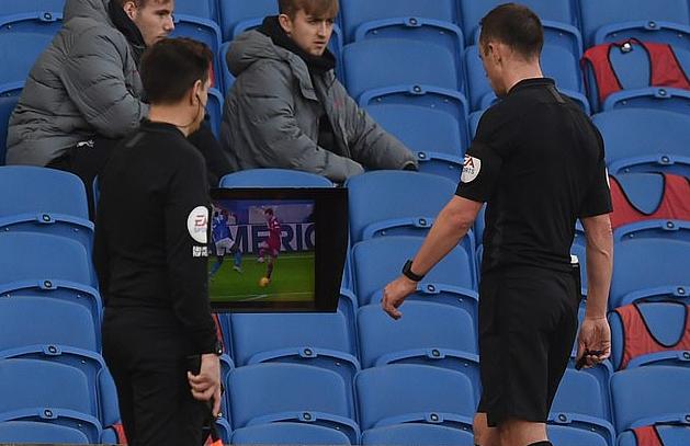 利物浦被判点引发争论!VAR该管吗?专家看法不一