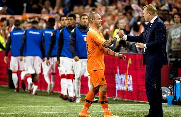 斯内德同科曼握手