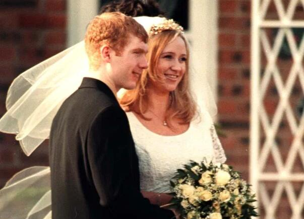 斯科尔斯婚姻危机!妻子摘婚戒 模范夫妻厌倦了?